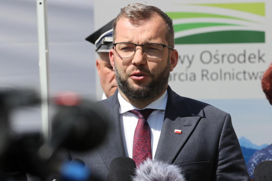 Minister rolnictwa przekazał sprzęt pogorzelcom z Nowej Białej