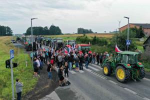 Rolnicy blokujący dk 12 chcą spotkania z premierem