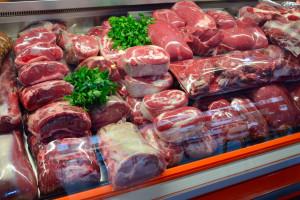 Branża alarmuje: Sieci handlowe nie chcą mięsa ze stref ASF
