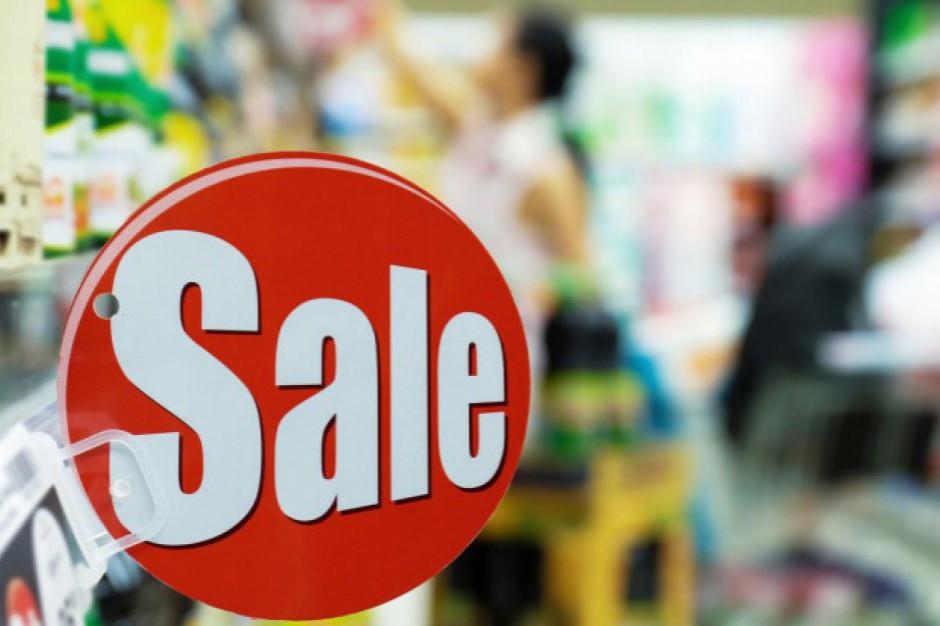 Większość Polaków częściej kupuje towary w promocyjnych cenach