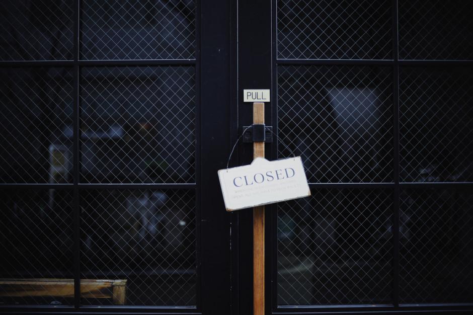 Co drugi Polak twierdzi, że w jego okolicy zamknięty został jakiś sklep