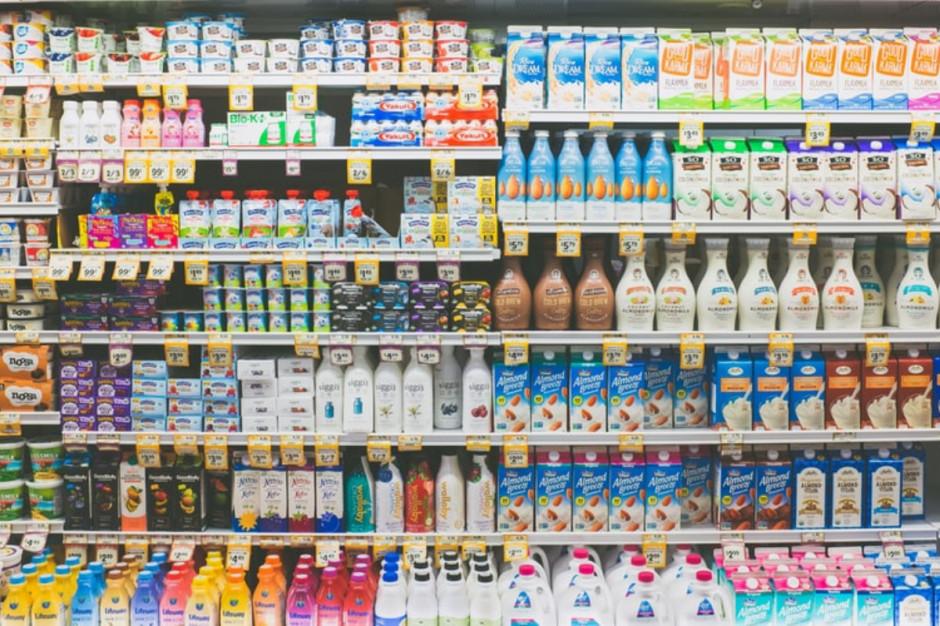 Sieci handlowe dostrzegły małe mleczarnie