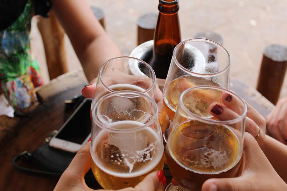 Jak zmieniły się wybory Polaków dotyczące picia alkoholu?