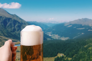 Na górskim szlaku stanął automat z piwem