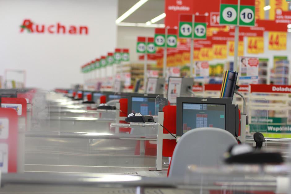 Auchan otworzy sklepy w niedziele. Będą usługi kurierskie i pocztowe