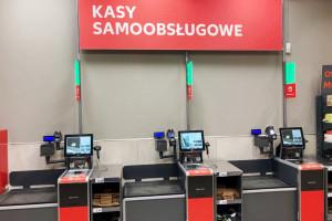 Kaufland w Lesznie z kasami samoobsługowymi i automatem na butelki