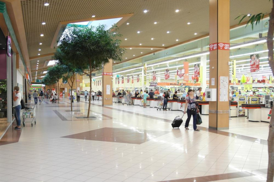 Centra handlowe odwiedziło prawie tyle samo osób co przed pandemią