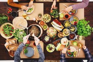 Polacy rezygnują z mięsa i idą w zamienniki
