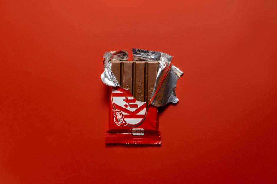 Na TikToku toczy się spór o to, jak jeść baton KitKat