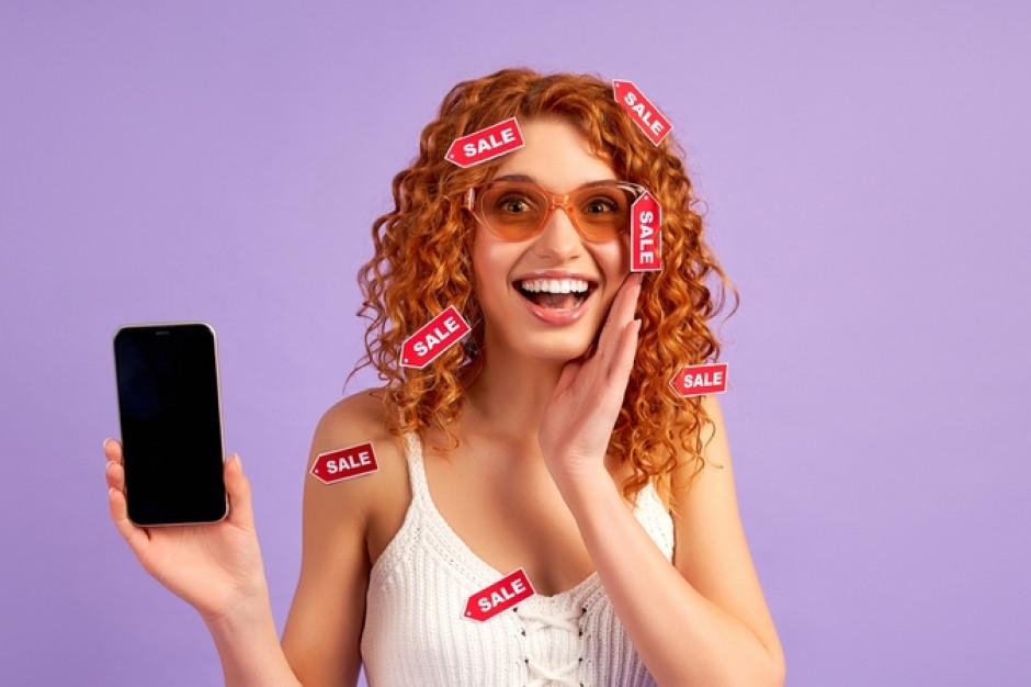 Przez internet chętniej kupują kobiety (raport)