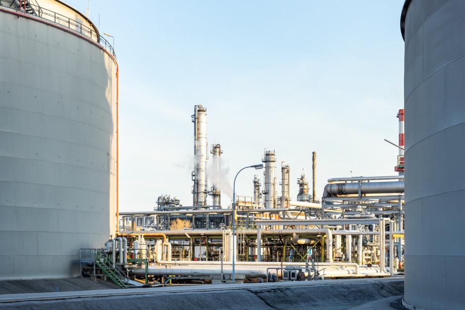 PIE: ceny emisji CO2 i Fit for 55 doprowadzą do ucieczki przemysłu z Polski