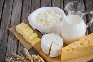 Rosną ceny zbytu artykułów mleczarskich: masła, mleka i serów