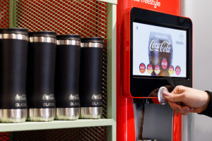 Coca-Cola testuje automat do napełniania butelek