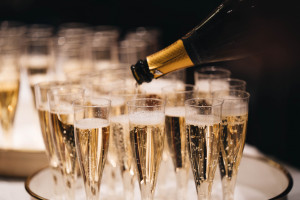 """Francuski szampan będzie dla Rosjan """"winem musującym"""". Wielka zmiana etykiet"""