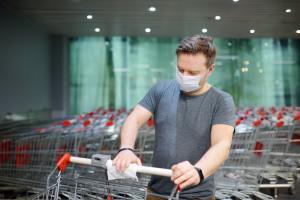 Pandemiczne ograniczenia w handlu uciążliwe dla ponad połowy Polaków